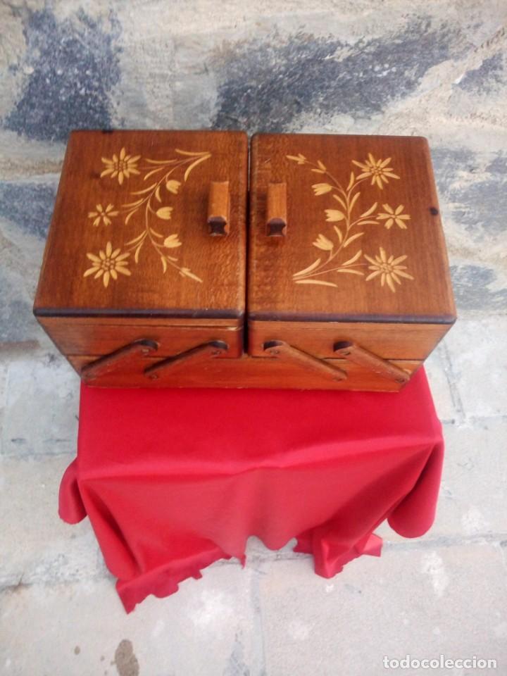 Antigüedades: Antiguo costurero de sobremesa de roble macizo,con varios departamentos,dibujos tallados - Foto 3 - 225855290