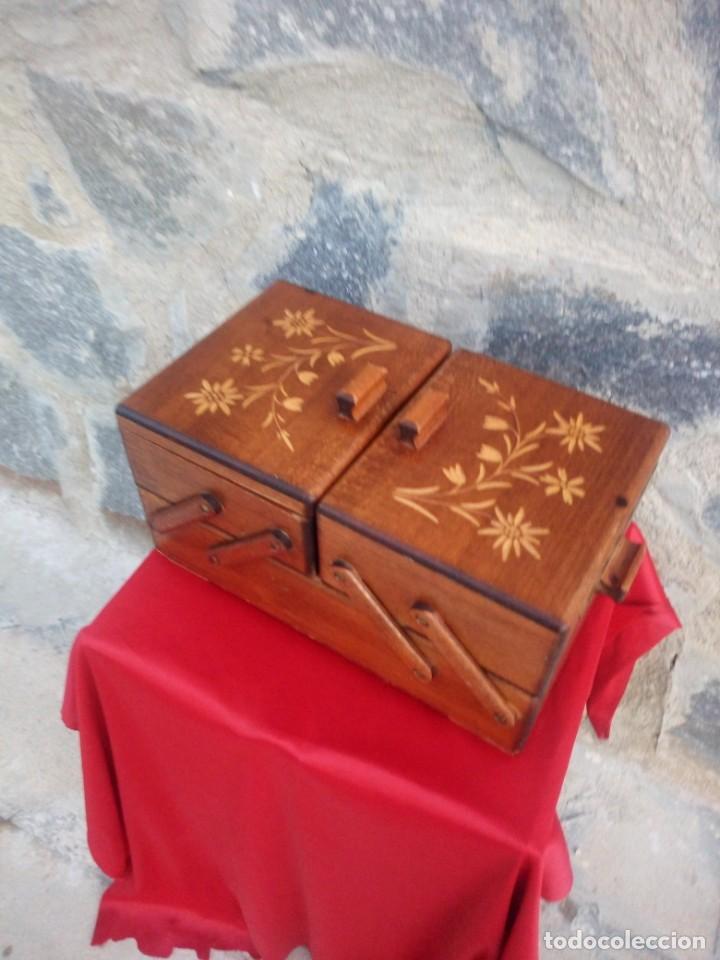 Antigüedades: Antiguo costurero de sobremesa de roble macizo,con varios departamentos,dibujos tallados - Foto 4 - 225855290