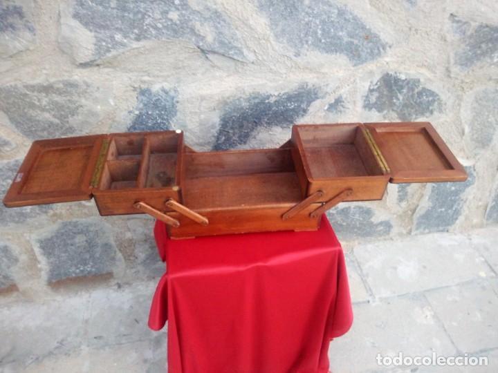 Antigüedades: Antiguo costurero de sobremesa de roble macizo,con varios departamentos,dibujos tallados - Foto 7 - 225855290