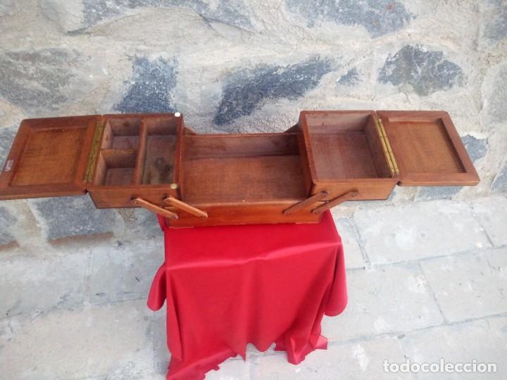 Antigüedades: Antiguo costurero de sobremesa de roble macizo,con varios departamentos,dibujos tallados - Foto 8 - 225855290