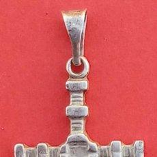 Antigüedades: CRUZ ANTIGÜA DE PLATA S. XIX. DIM.- 4X1.65 CMS. PESO.- 2.3 GRAMOS.. Lote 225869700