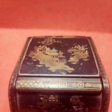 Antigüedades: ANTIGUA CAJA CHINA EN HIERRO ESMALTADO. Lote 225898916