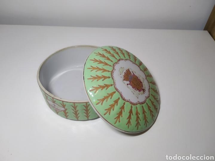CAJA REDONDA PORCELANA CHINA. (Antigüedades - Porcelanas y Cerámicas - China)
