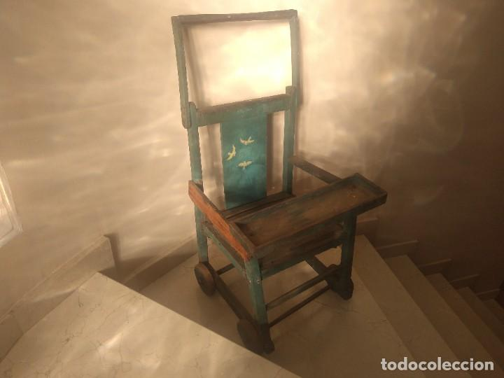 IMPRESIONANTE ANTIGUA SILLA CARRITO TRONA DE ENTRE 1800-1900 (Antigüedades - Muebles Antiguos - Sillas Antiguas)
