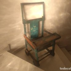 Antigüedades: IMPRESIONANTE ANTIGUA SILLA CARRITO TRONA DE ENTRE 1800-1900. Lote 225960835