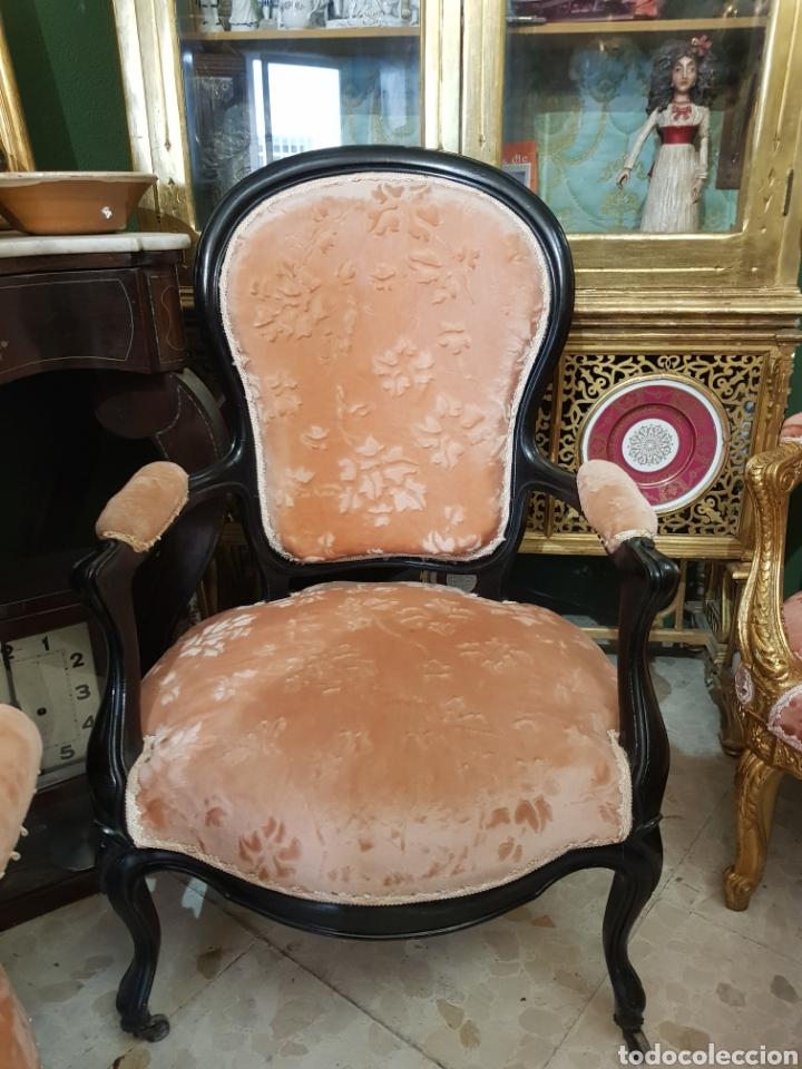Antigüedades: Pareja de sillones franceses brazos. Ruedines en las patas delanteras - Foto 2 - 225993943