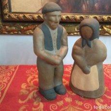 Antigüedades: FIGURA PAREJA DE LABRIEGOS GALLEGOS EN BARRO TERRACOTA AÑOS 70 VINTAGE. Lote 225998120