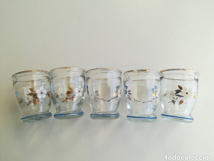 Antigüedades: Antiguos pequeños vasos licor, pintados a mano - Foto 3 - 226035460