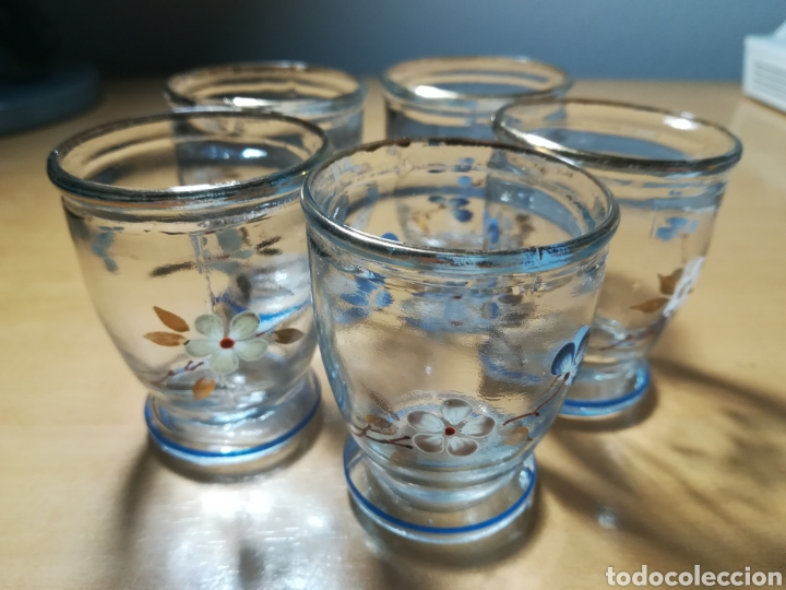 Antigüedades: Antiguos pequeños vasos licor, pintados a mano - Foto 5 - 226035460