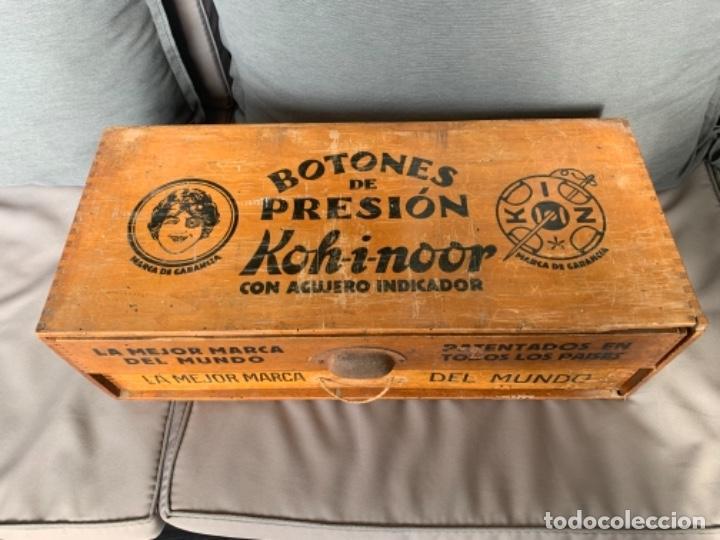 Antigüedades: WALDES KOH-I-NOOR MUEBLE EXPOSITOR BOTONES DE PRESION AÑOS 40-50 - Foto 2 - 226092570