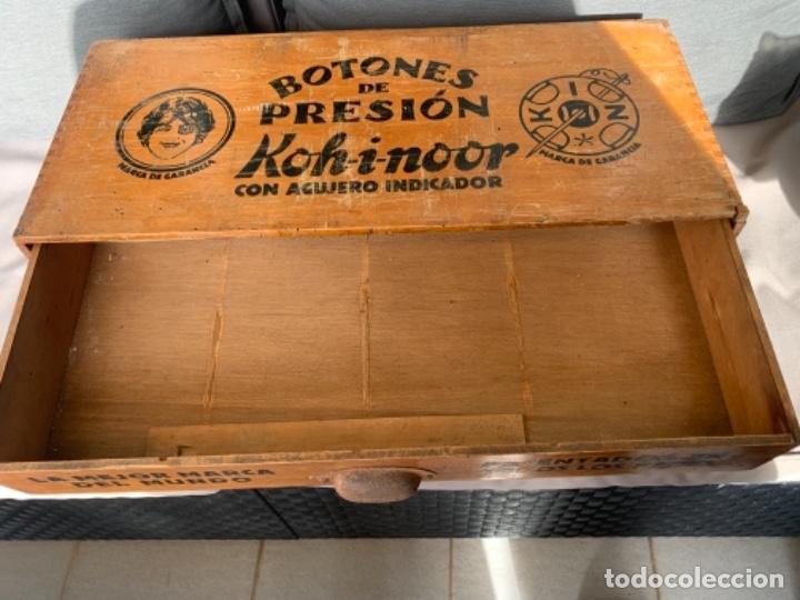 Antigüedades: WALDES KOH-I-NOOR MUEBLE EXPOSITOR BOTONES DE PRESION AÑOS 40-50 - Foto 5 - 226092570