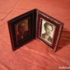 Antigüedades: PORTARETRATOS DE PIEL. Lote 226117900