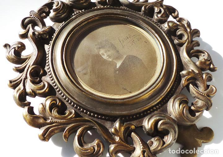 Antigüedades: ANTIGUO MARCO PORTAFOTOS EN BRONCE DE ALTA CALIDAD. 24 CM DE DIÁMETRO. PARA FOTO DE 11 CM APROX. - Foto 3 - 226129130