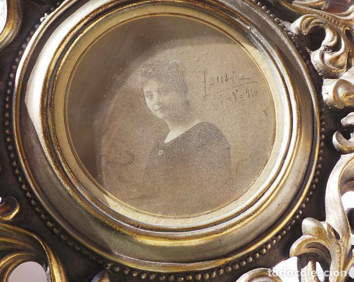 Antigüedades: ANTIGUO MARCO PORTAFOTOS EN BRONCE DE ALTA CALIDAD. 24 CM DE DIÁMETRO. PARA FOTO DE 11 CM APROX. - Foto 4 - 226129130