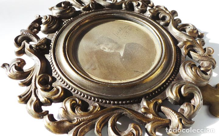Antigüedades: ANTIGUO MARCO PORTAFOTOS EN BRONCE DE ALTA CALIDAD. 24 CM DE DIÁMETRO. PARA FOTO DE 11 CM APROX. - Foto 5 - 226129130