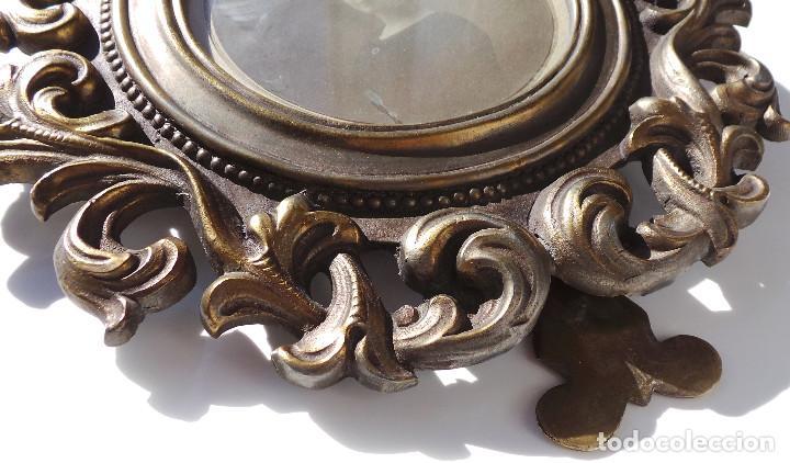 Antigüedades: ANTIGUO MARCO PORTAFOTOS EN BRONCE DE ALTA CALIDAD. 24 CM DE DIÁMETRO. PARA FOTO DE 11 CM APROX. - Foto 7 - 226129130