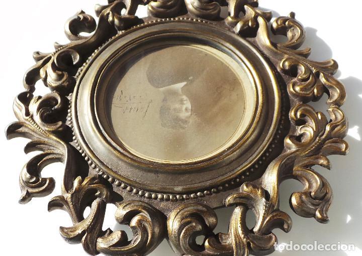 Antigüedades: ANTIGUO MARCO PORTAFOTOS EN BRONCE DE ALTA CALIDAD. 24 CM DE DIÁMETRO. PARA FOTO DE 11 CM APROX. - Foto 9 - 226129130