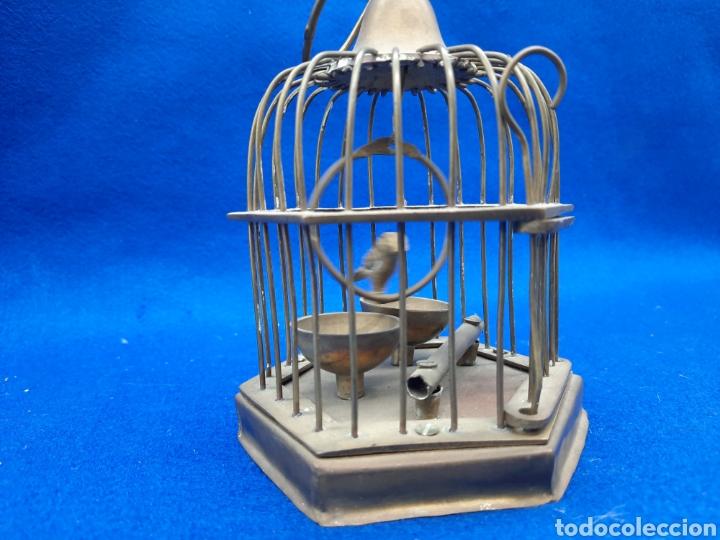 Antigüedades: Preciosa jaula de bronce con pájaro - Foto 3 - 226132315