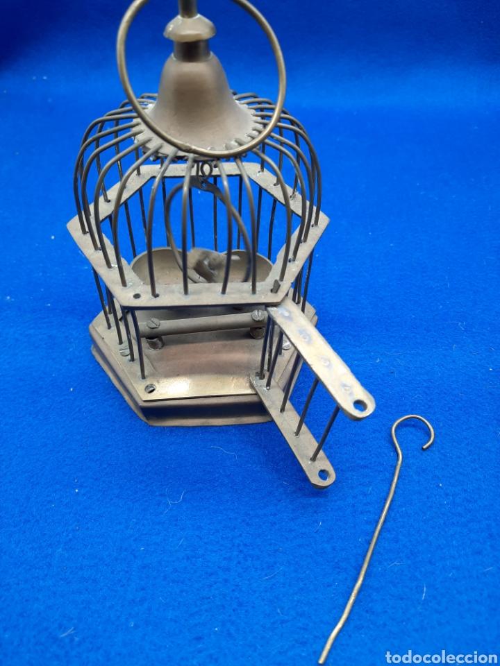 Antigüedades: Preciosa jaula de bronce con pájaro - Foto 7 - 226132315
