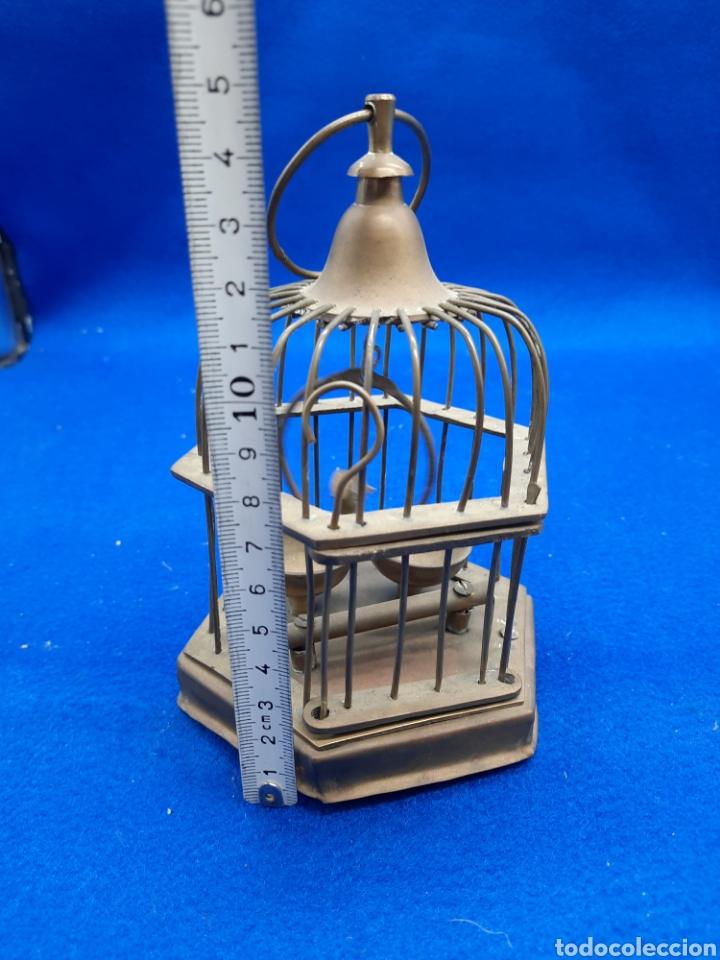 Antigüedades: Preciosa jaula de bronce con pájaro - Foto 8 - 226132315
