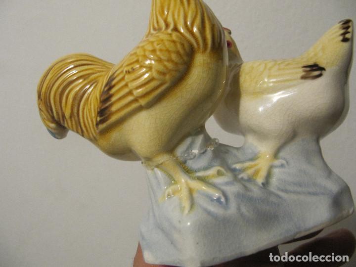 Antigüedades: Antigua y original figura Pareja de gallo con gallina, sellada y numerada China - Foto 7 - 226139387