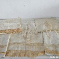 Antigüedades: LOTE DE ANTIGUA ROPA DE CAMA, COLCHAS O CUBIERTAS Y CUBRE ALMOHADAS, CON BORDADOS Y ENCAJES. Lote 226220955