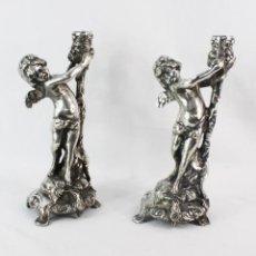 Antigüedades: PAREJA DE CANDELABROS EN BRONCE PLATEADOS. AL ESTILO CHRISTOFLE. Lote 226240255