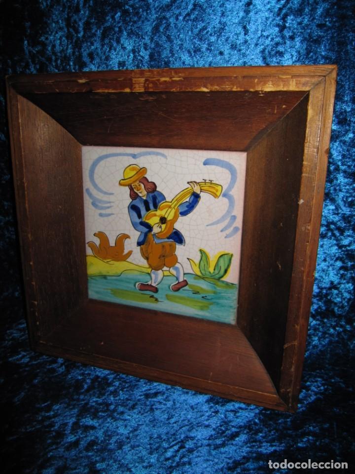 Antigüedades: Antiguo azulejo Trovador pintado artesano - Foto 5 - 226240455