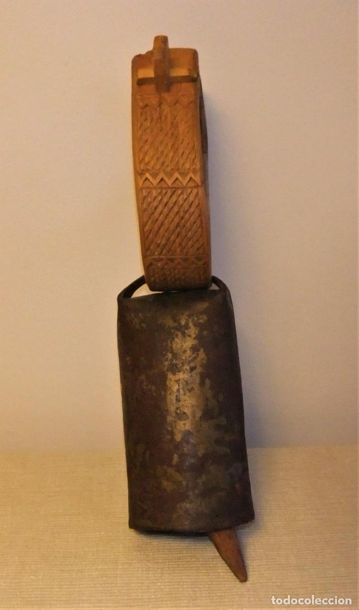 ANTIGUO CENCERRO CON COLLAR DE MADERA ARTE PASTORIL (Antigüedades - Técnicas - Rústicas - Ganadería)