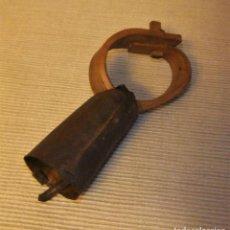 Antigüedades: ANTIGUO Y PEQUEÑO CENCERRO CON COLLAR DE MADERA. Lote 226241418