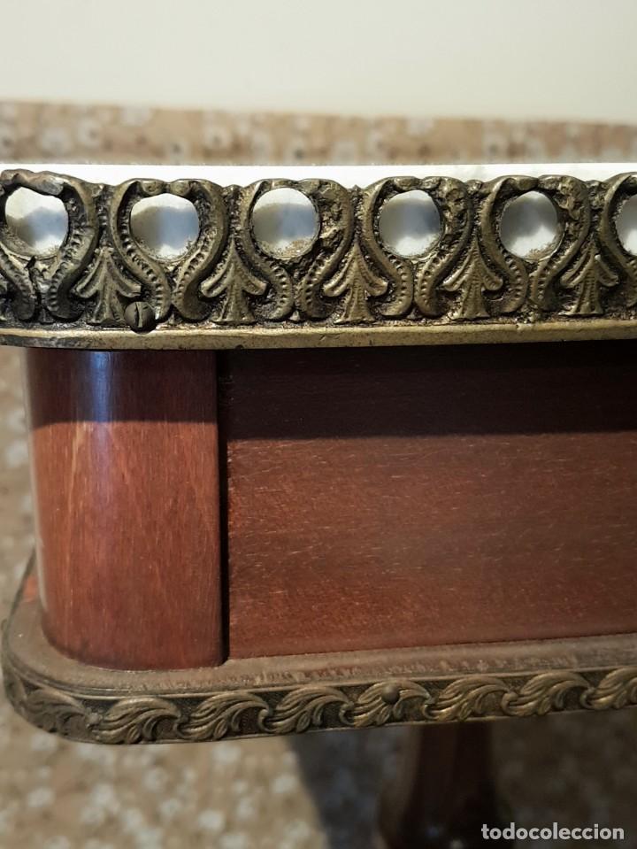 Antigüedades: PRECIOSO VELADOR DE CAOBA O CASTAÑO, MÁRMOL Y BRONCE, CON CAJÓN, MIRAR LAS FOTOS. PRECIOSA. - Foto 13 - 226259560