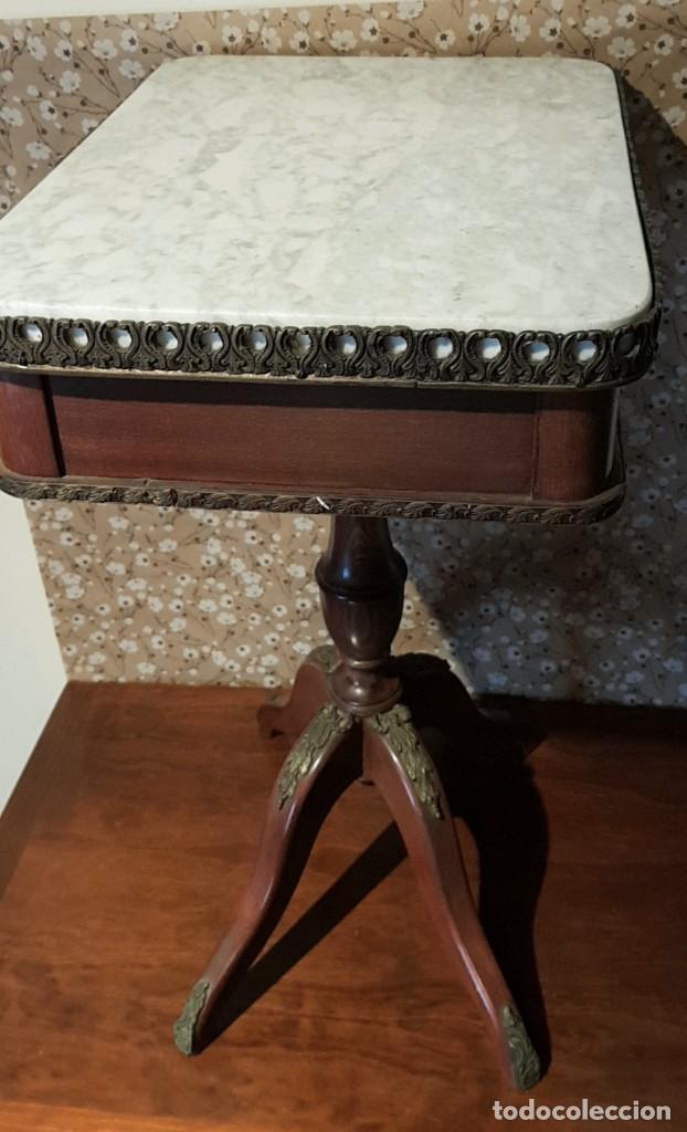 Antigüedades: PRECIOSO VELADOR DE CAOBA O CASTAÑO, MÁRMOL Y BRONCE, CON CAJÓN, MIRAR LAS FOTOS. PRECIOSA. - Foto 17 - 226259560