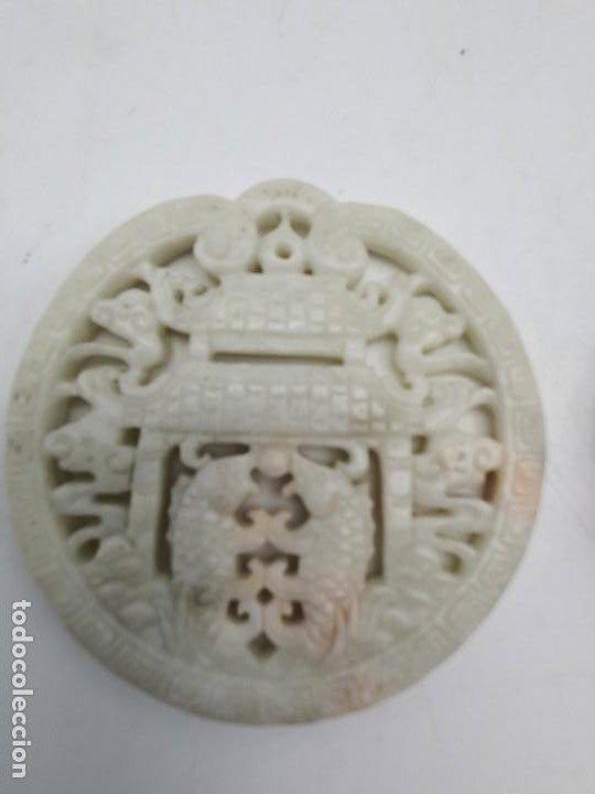 Antigüedades: DOS MEDALLONES COLGANTES TALLADO EN PIEDRA JABÓN ( CHINA ) - Foto 2 - 226290223