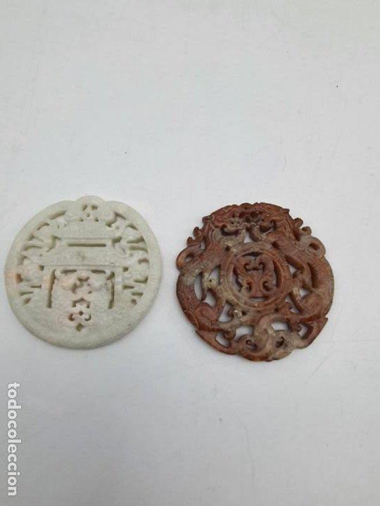 Antigüedades: DOS MEDALLONES COLGANTES TALLADO EN PIEDRA JABÓN ( CHINA ) - Foto 4 - 226290223