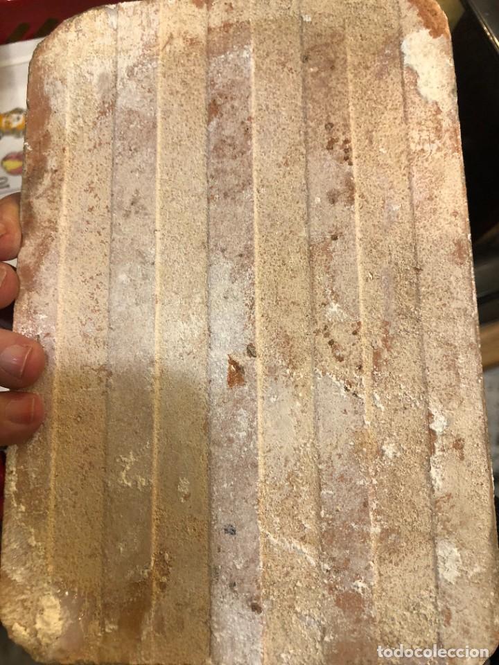Antigüedades: 11 AZULEJOS EN FORMA DE NAIPE PINTADOS A MANO - Foto 2 - 226297895