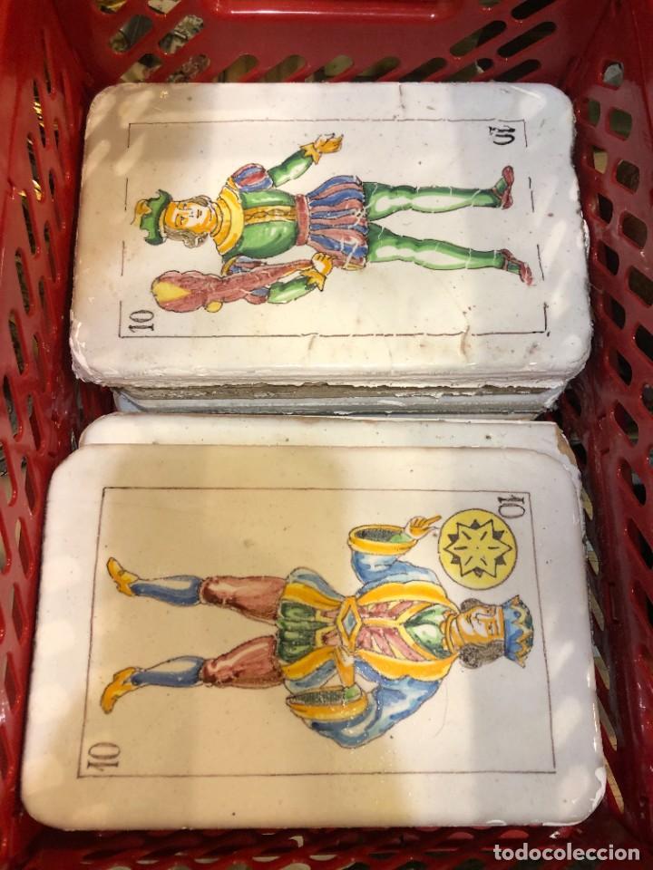 Antigüedades: 11 AZULEJOS EN FORMA DE NAIPE PINTADOS A MANO - Foto 3 - 226297895
