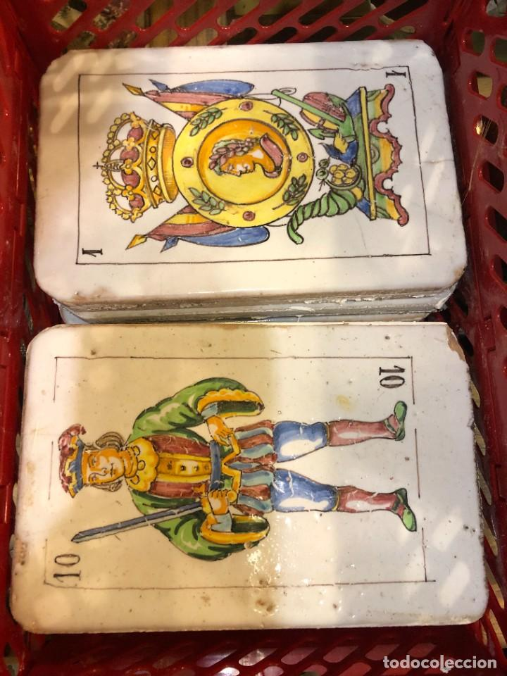 Antigüedades: 11 AZULEJOS EN FORMA DE NAIPE PINTADOS A MANO - Foto 4 - 226297895