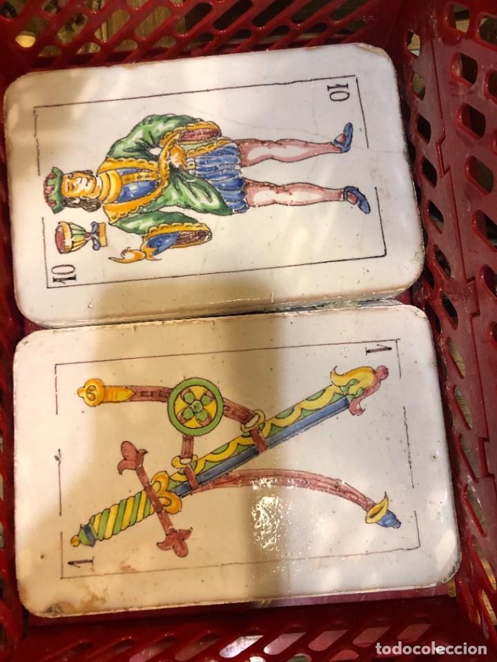 Antigüedades: 11 AZULEJOS EN FORMA DE NAIPE PINTADOS A MANO - Foto 6 - 226297895