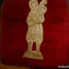 Antigüedades: FIGURA RELIGIOSA EN NACAR. Lote 226307050