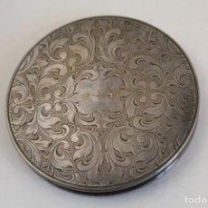 Antigüedades: ESPEJO DE MANO POLVERA ANTIGUA EN ALPACA. Lote 244633315