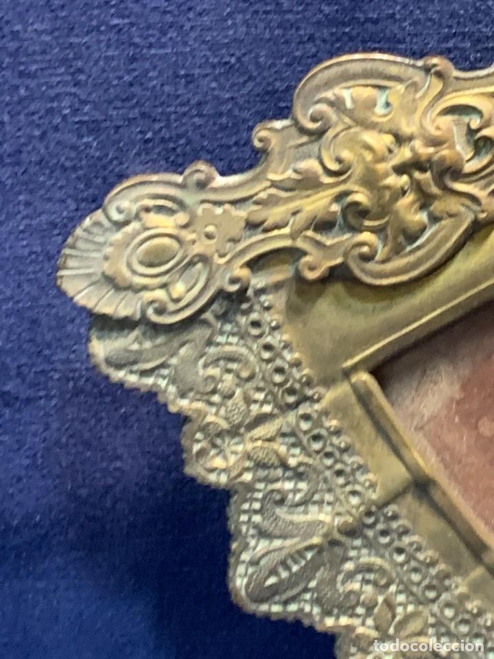Antigüedades: MARCO FOTOS FORMA ABANICO BRONCE BORLAS SIN PATILLA TRASERA IDEAL PAIS ABANICO 28X47,5CMS - Foto 2 - 226359425