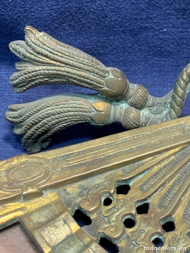 Antigüedades: MARCO FOTOS FORMA ABANICO BRONCE BORLAS SIN PATILLA TRASERA IDEAL PAIS ABANICO 28X47,5CMS - Foto 6 - 226359425