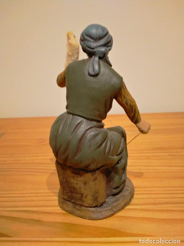 Antigüedades: Antigua exclusiva figura de pastora hilandera de Belén ortigas pesebre nacimiento navidad - Foto 2 - 226391281