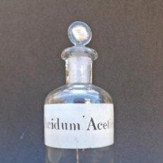 Antiquités: ANTIGUO FRASCO DE FARMACIA, ETIQUETA SERIGRAFIADA ACIDUM ACETICUM, LABORATORIO. Lote 226396710