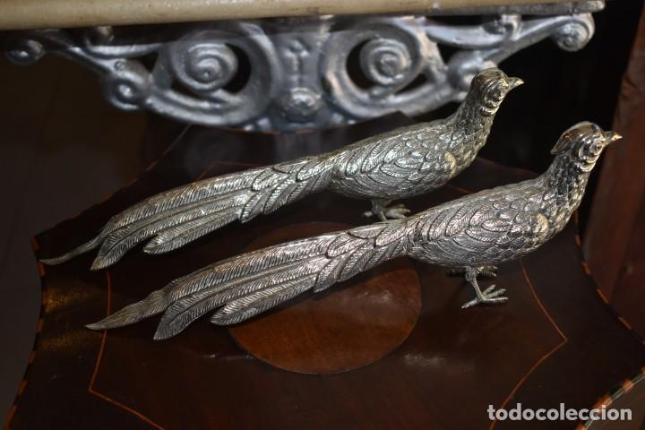 ANTIGUA PAREJA DE FAISANES DE ALPACA (Antigüedades - Hogar y Decoración - Otros)