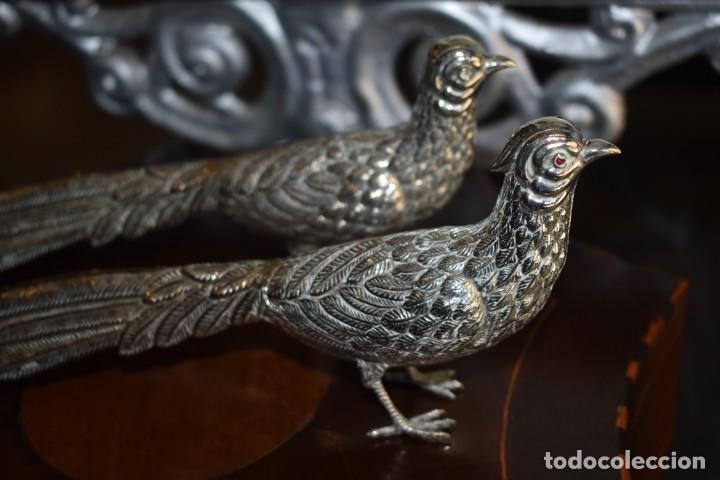 Antigüedades: ANTIGUA PAREJA DE FAISANES DE ALPACA - Foto 10 - 226639777