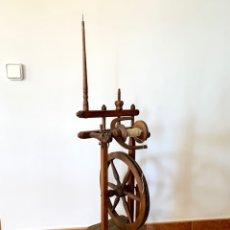 Oggetti Antichi: ANTIGUA RUECA DE HILAR DE MADERA. Lote 226774215