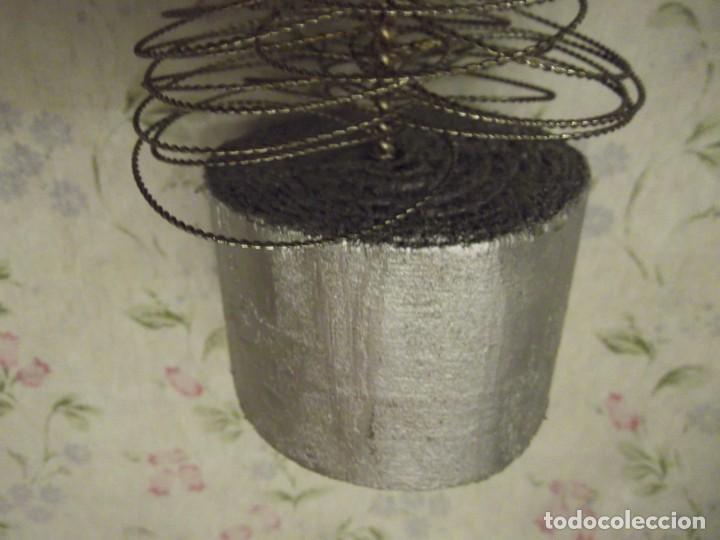 Antigüedades: Arbol de Navidad 40 cm , con estrella y base de madera plateada - Foto 5 - 226774470