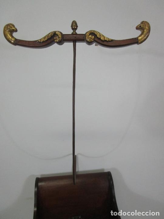 Antigüedades: Bonita Cuna Imperio - Madera de Caoba y Limoncillo - Talla de Madera - Principios S. XIX - Foto 33 - 226784440