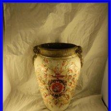 Antigüedades: JARRON DE TERRACOTA VIDRIADA CON ADORNOS DE ESPIGAS. Lote 226814995